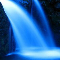 400-300-Wasserfall-Licht-blau-water